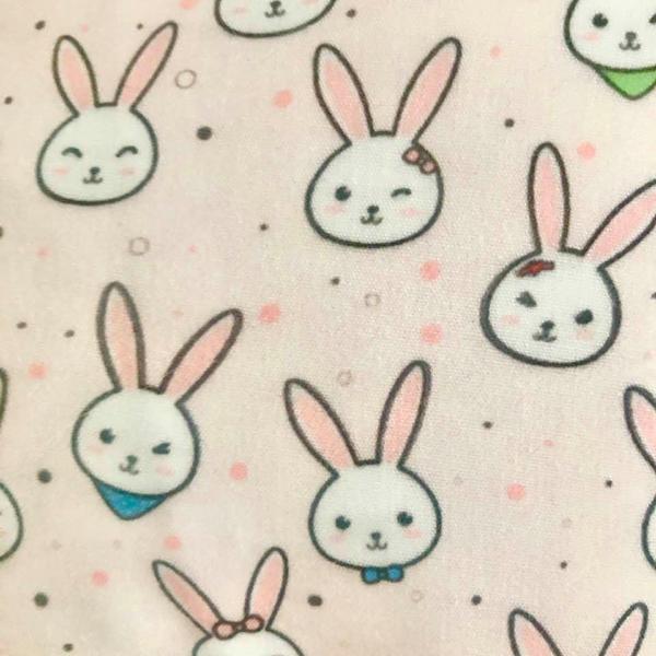 in der Nähe von rosa Kaninchen Gesichter